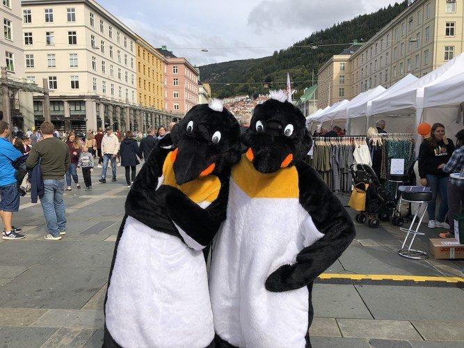 Pingvinmaskotene Hoppy og Pingu
