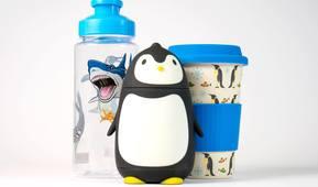 Pingvinfigur, flaske og kopp fra Akvarietbutikken