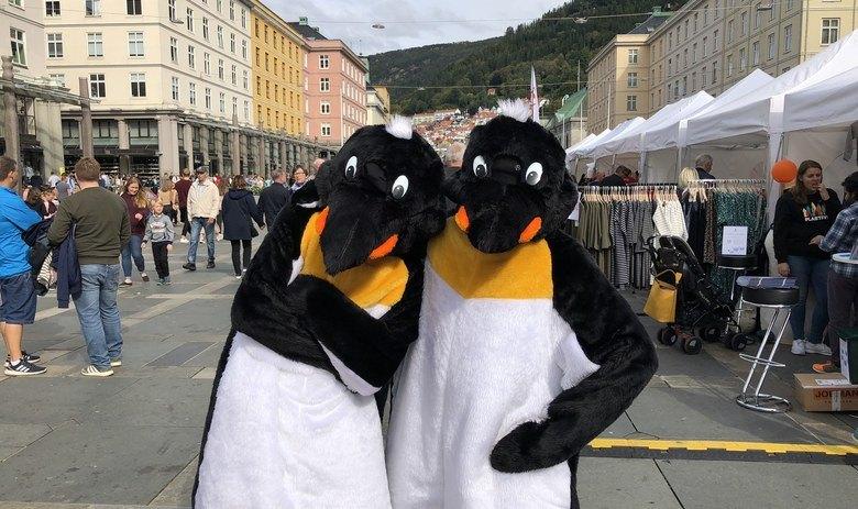 Besøk av maskotene Pingu og Hoppy